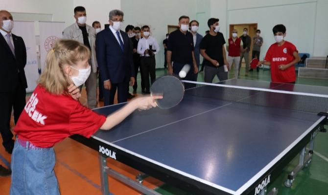 Birevim'den Vanlı sporculara masa tenisi ekipmanı desteği