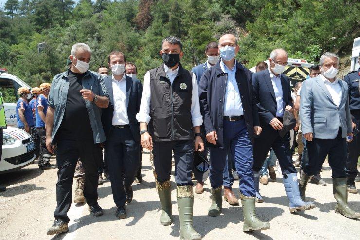 Tarım ve Orman Bakanı Bekir Pakdemirli, Bursa'da sel bölgesinde incelemelerde bulundu: