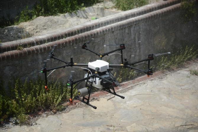 Tuzla'da zorlu bölgelerde ilaçlama drone ile yapıldı