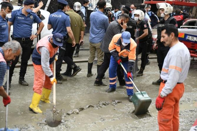 Başkan Bozkurt, tahliye çalışmalarına katıldı