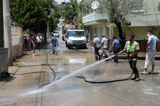Belediye teyakkuza geçti, selin izleri 2 saatte temizlendi