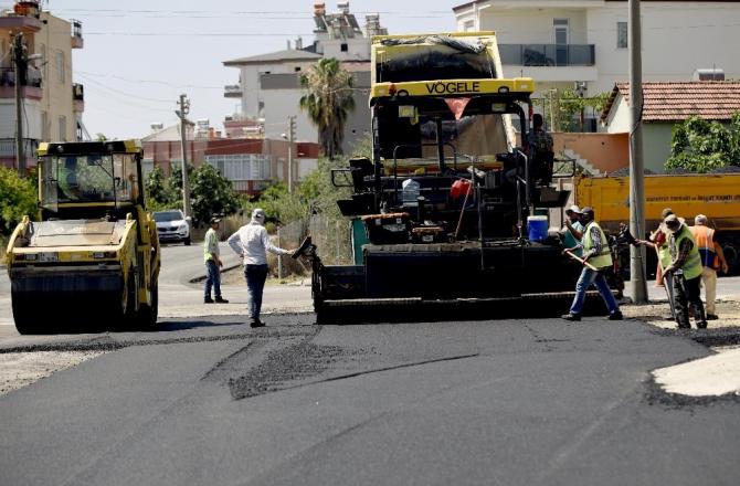 İki komşu mahalleye 8 bin 500 ton asfalt