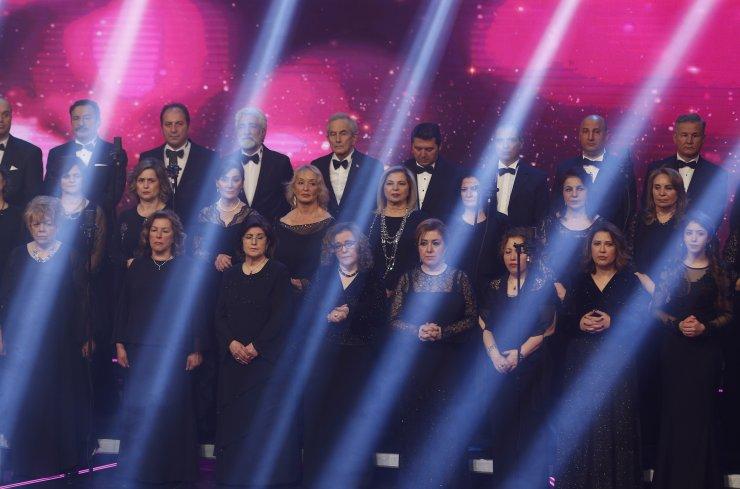 TRT Personel Korosu Kovid-19 nedeniyle ilk kez seyircisiz konser verdi