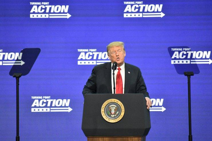 """ABD Başkanı Trump'tan Beyaz Saray önündeki göstericilere """"şımarık"""" yakıştırması:"""