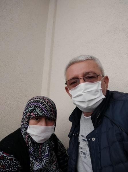 Annesini doktora götürdü eşi ve kendisinin de korona virüs olduğunu öğrendi