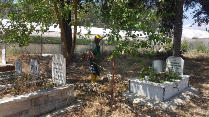 Mezarlıklarda temizleme çalışmaları