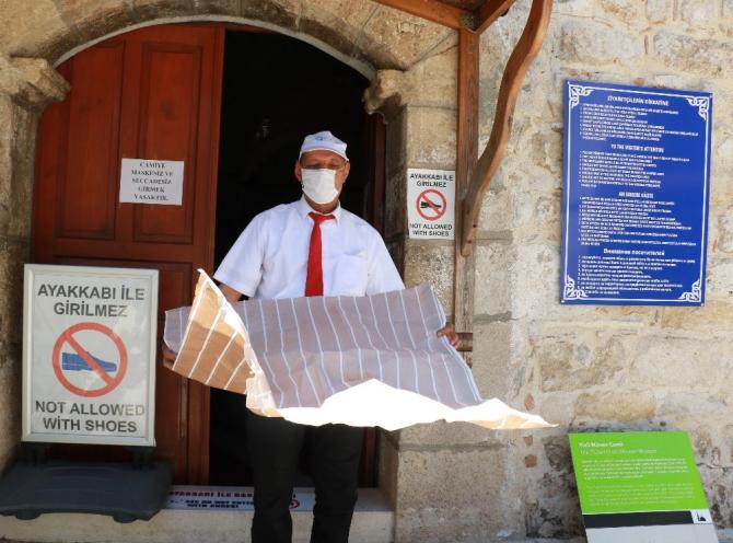 Tarihi cami minaresinden ezan sonrası 'tedbiri elden bırakmayalım' anonsu