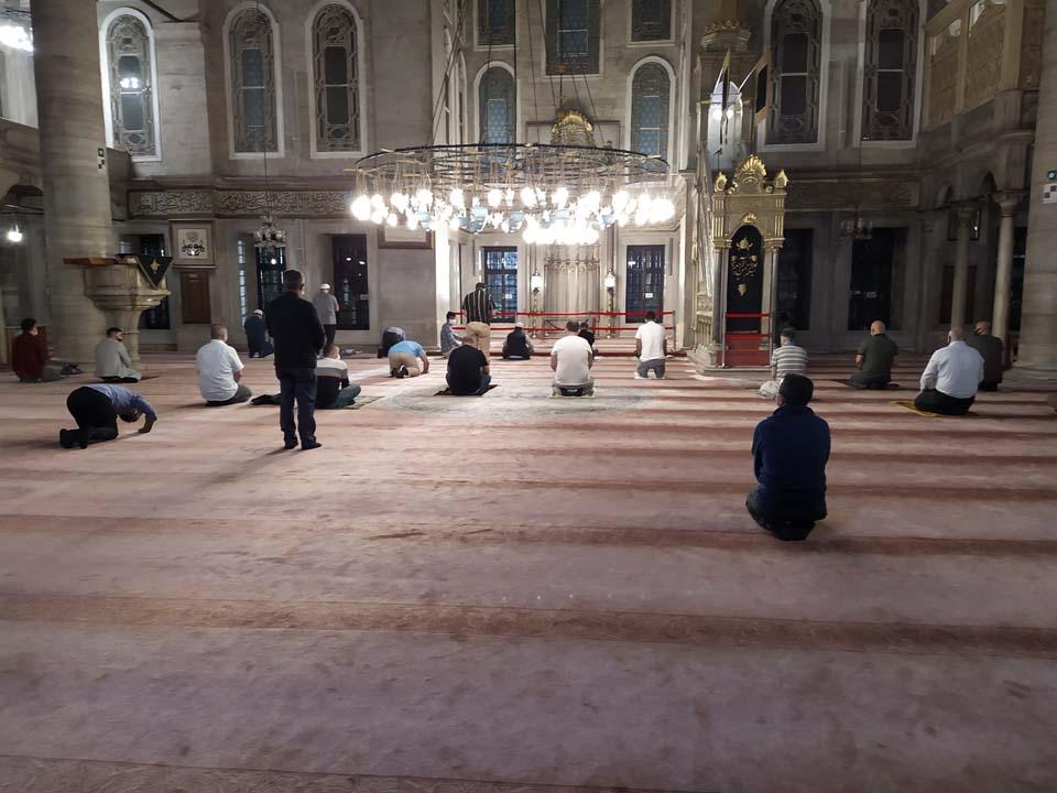 Hasret bitti! Camiler yeniden ibadete açıldı