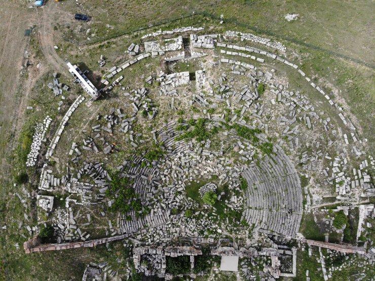 """Dünya mirası Aizanoi'de binlerce yıl sonra """"taşlar yerine oturacak"""""""