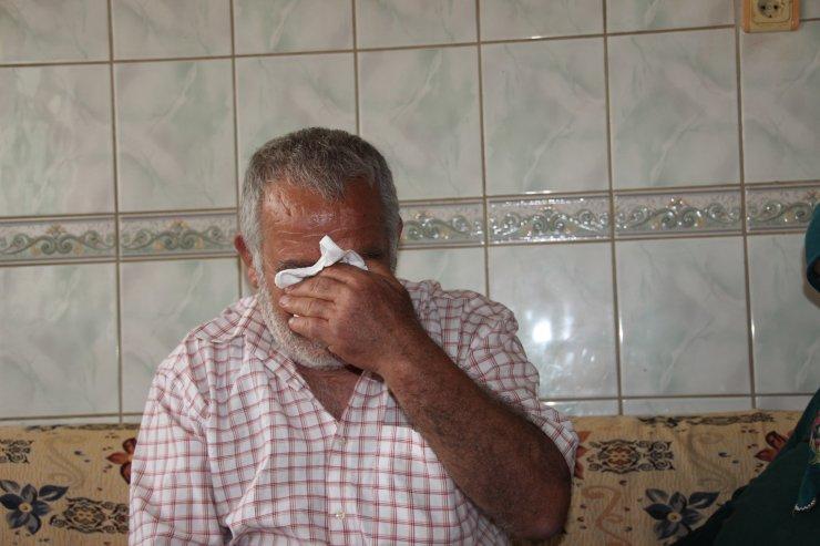 """""""Hurdacı Osman"""" kanser hastası yatalak eşine sevgiyle bakıyor"""