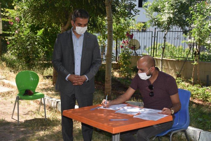 Şırnak'a atanan sözleşmeli öğretmenler hediyelerle karşılandı