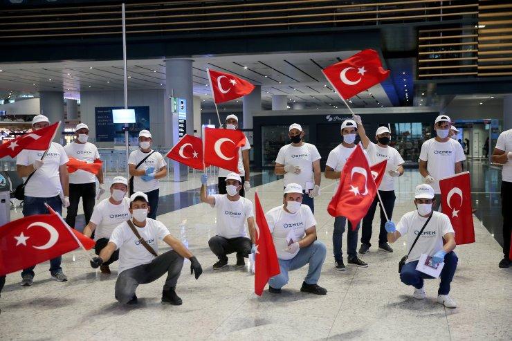 Türk işçiler, özel uçakla Malta'ya çalışmaya gitti