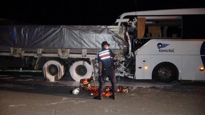Acı kazada otobüs şoförünün 'uyuyakaldı' iddiası
