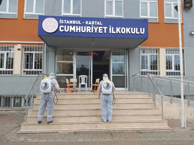 Kartal Belediyesi'nden YKS öncesi okullarda ilaçlama yaptı