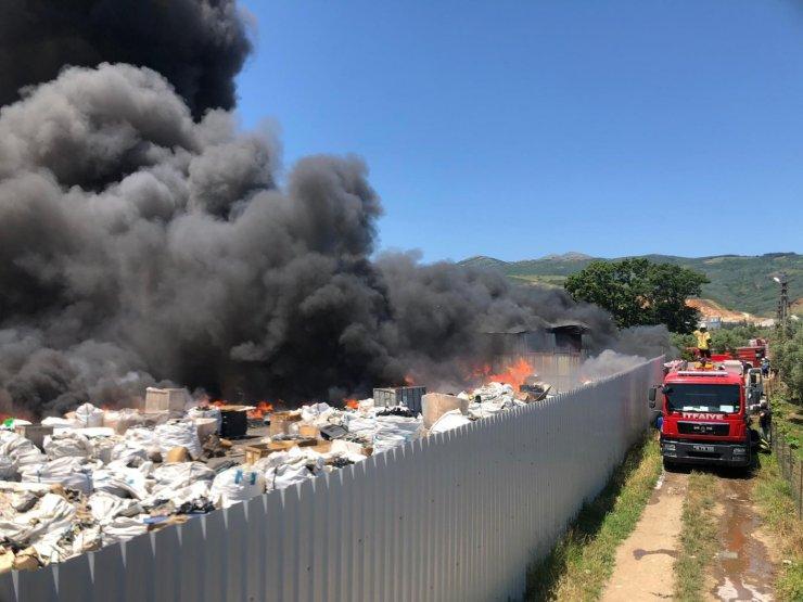 GÜNCELLEME - Bursa'da yangın çıkan geri dönüşüm tesisi kullanılamaz hale geldi