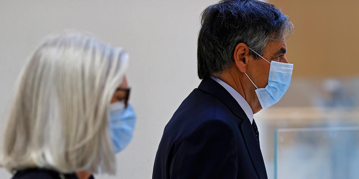 Eski Fransa Başbakanı Fillon'a 5 yıl hapis cezası