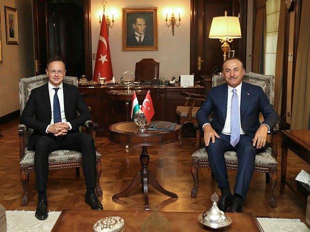 Çavuşoğlu Macron'u Önce dürüst olsunlar sonra Türkiye'yi eleştirsinler