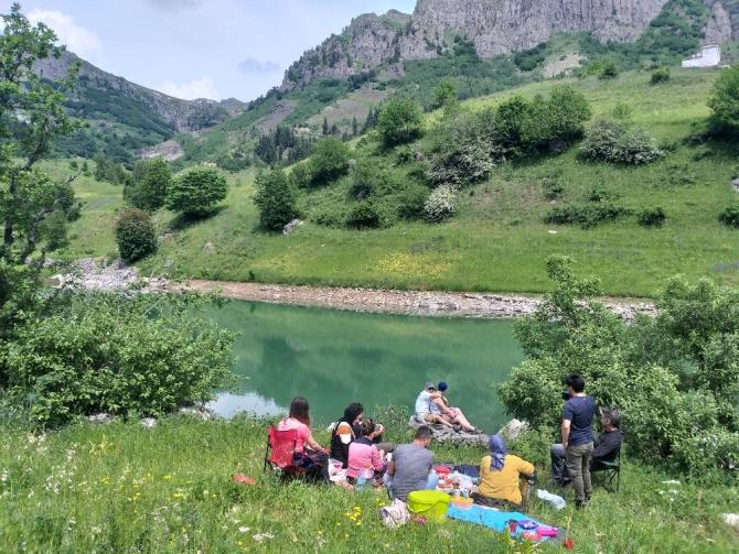 Bin 800 rakımlı köyde kamp keyfi
