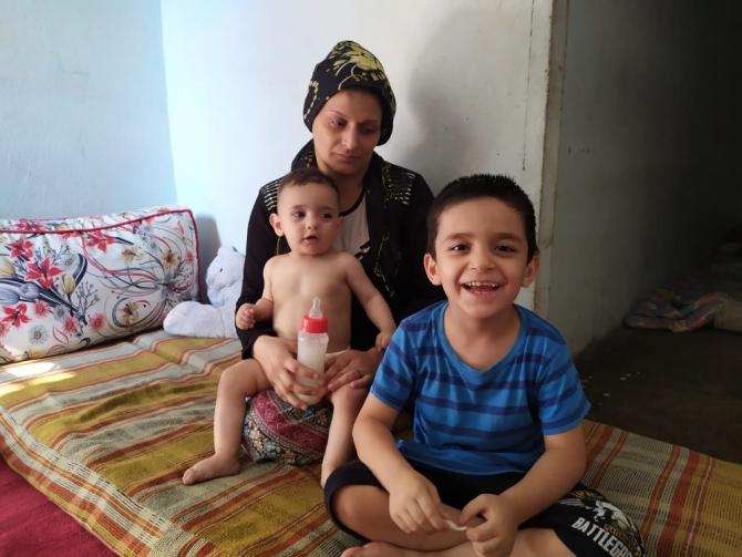 İki çocuklu kadın yıkık dökük evde yaşam mücadelesi veriyor
