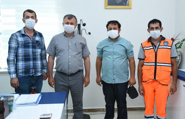 Malatya'da temizlik işçisi bulduğu cüzdanı sahibine ulaştırdı
