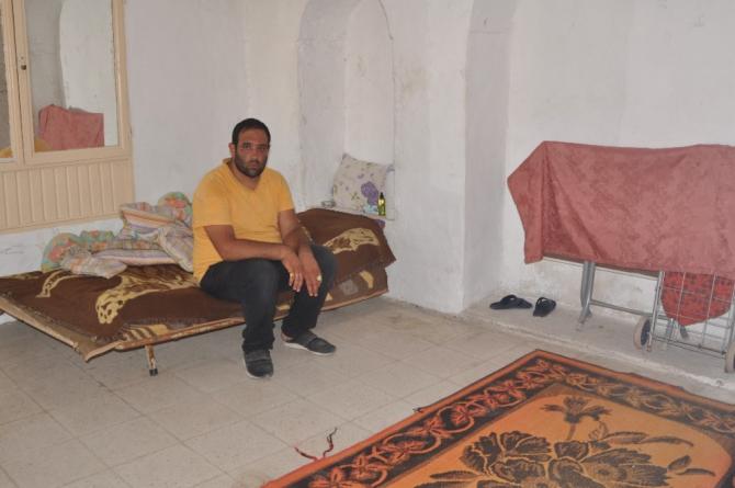 Doğduktan sonra cami avlusunda bırakılan Mardinli Çetin hayata tutunmaya çalışıyor
