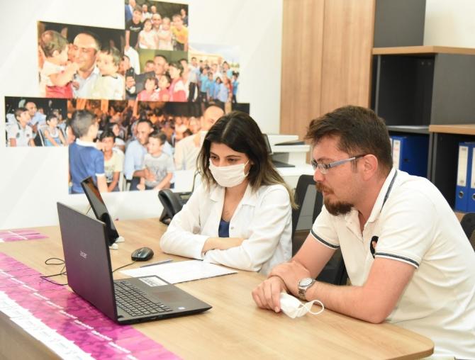 Mersin'de çocuklar eğlenerek yabancı dil öğreniyor