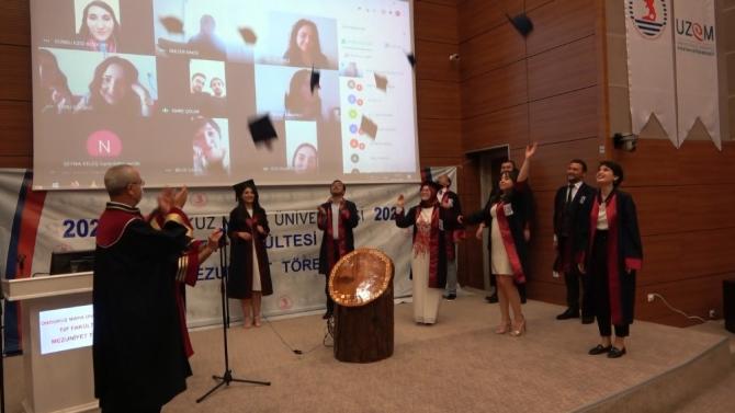 247 genç hekime online mezuniyet
