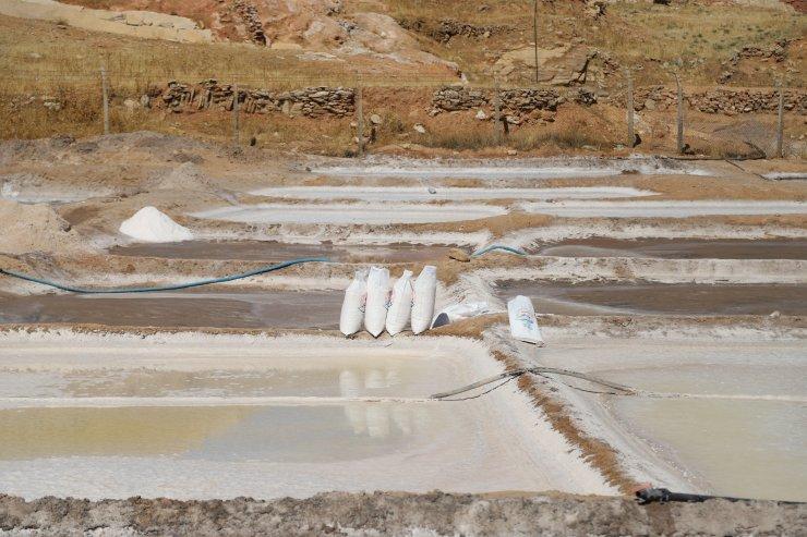 Süleymaniye'de yaklaşık 200 yıldır kaynak suyundan geleneksel yöntemlerle tuz üretiliyor