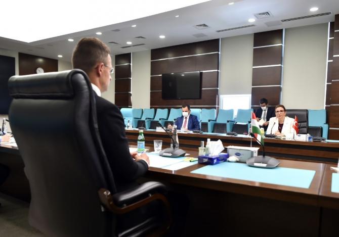 Ticaret Bakanı Pekcan, Macaristan Dışişleri ve Ticaret Bakanı Szijjarto ile görüştü