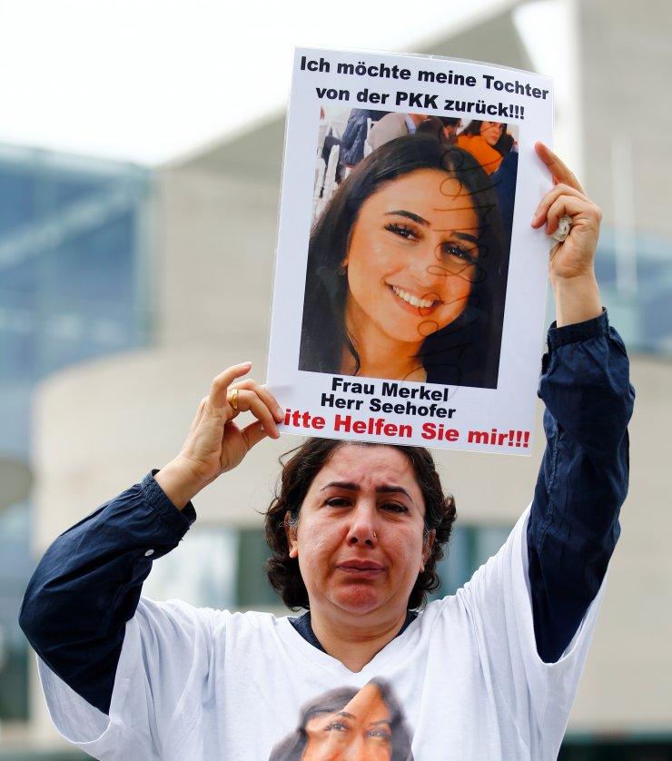"""Almanya'da kızı PKK tarafından kaçırılan anneden kızına """"evine dön"""" çağrısı"""