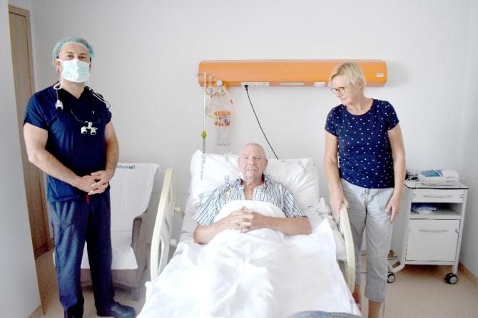 Hollandalı emekli asker turist, Türk doktorunun ameliyatının ardından gözyaşlarını tutamadı