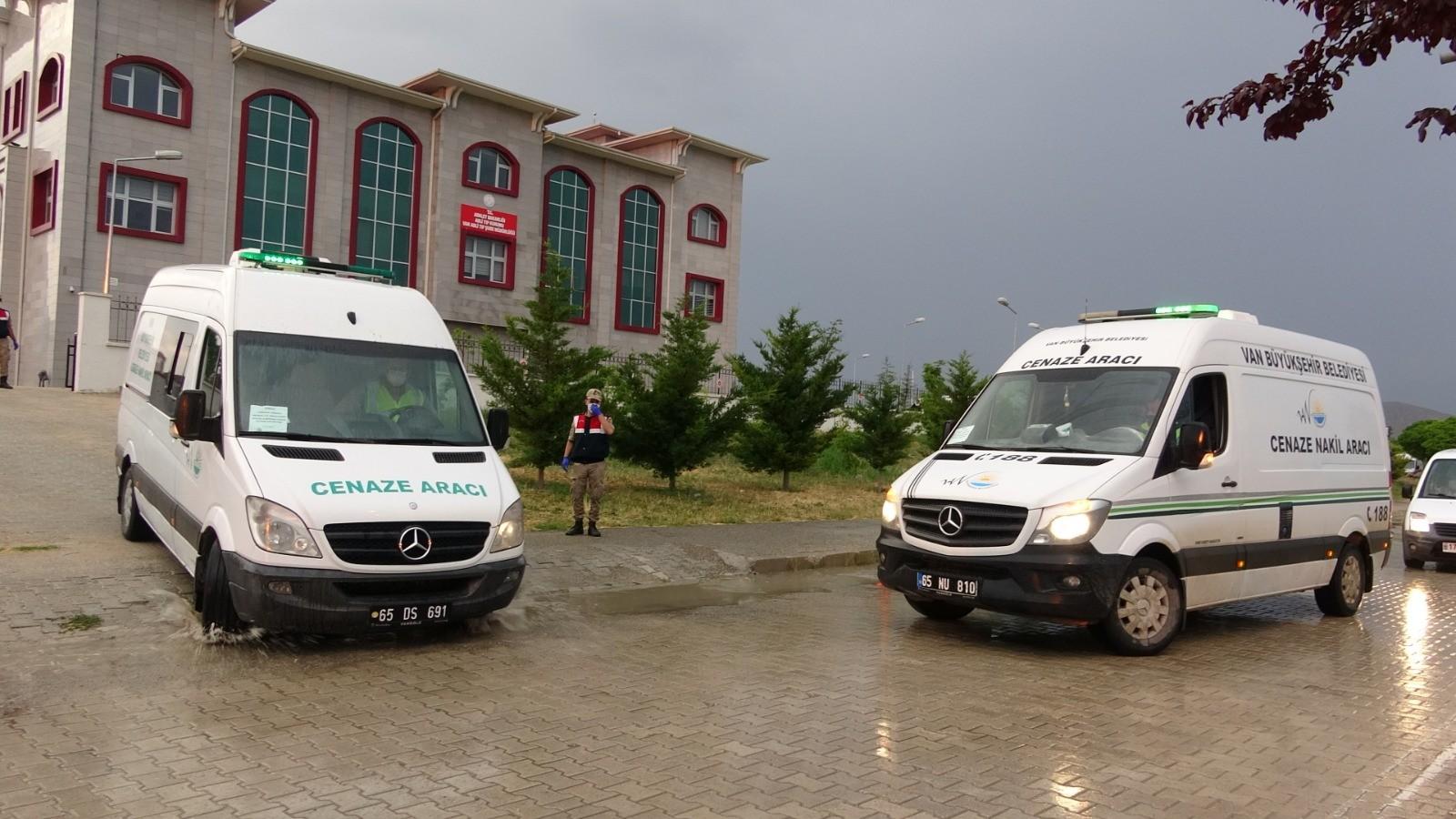 Bakan Soylu acı haberi verdi! Van'da göçmenlerin bulunduğu tekne battı
