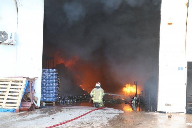 GÜNCELLEME - Bursa'da bitişik 3 depodaki yangın kontrol altına alındı