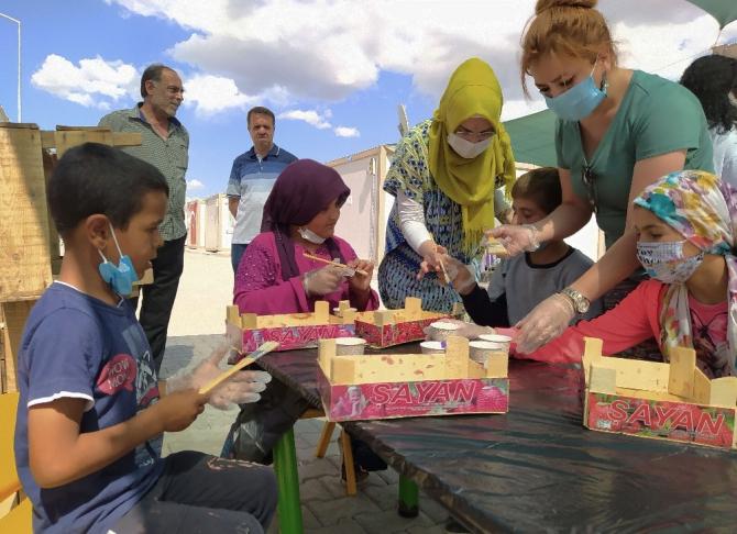 Konteyner kentte çocuklar, kütüphane için boyama etkinliği yaptı