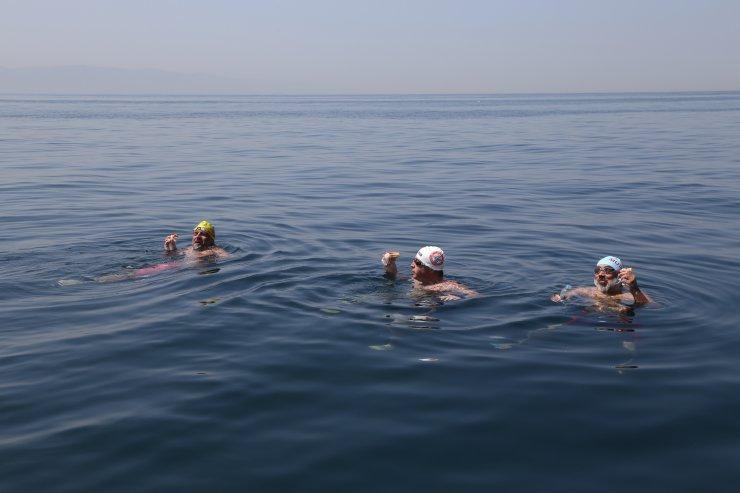 Kartal'dan Çınarcık'a 10 saatte yüzdüler