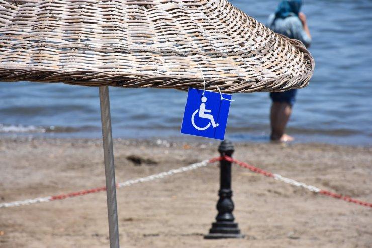 Marmaris Halk Plajı'nda mavi bayraklar dalgalanmaya başladı