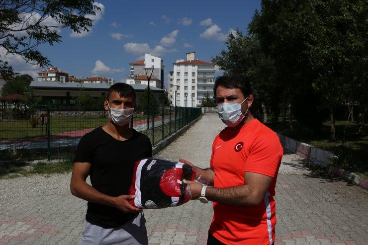 Serbest Güreş Milli Takımı Antrenörü Çakmar, Çorum'da genç sporcularla buluştu