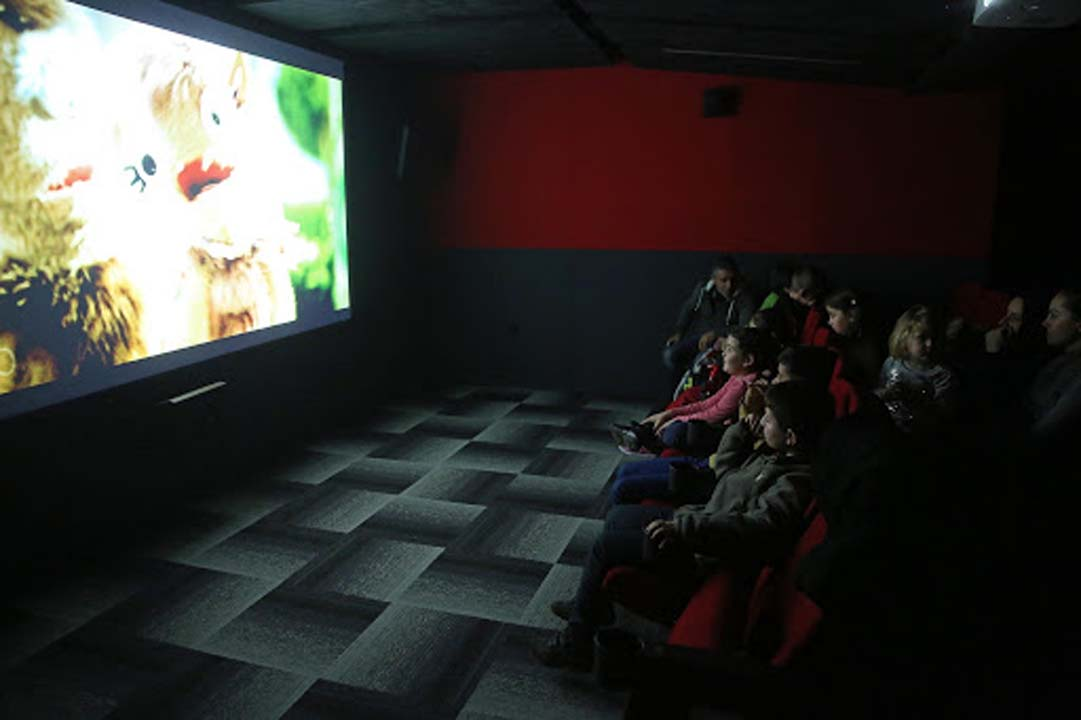 Sinema salonlarına koronavirüs engeli! Tam açılış Ekim'de olacak