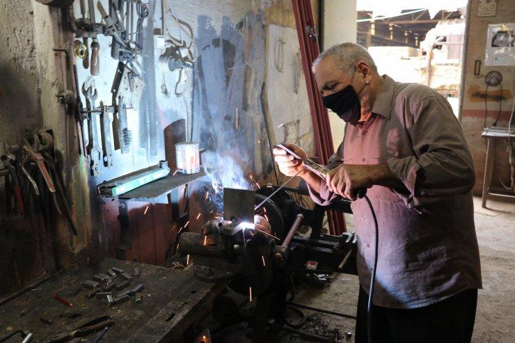 Minyatür tekstil tezgahlarıyla nostaljiyi yaşatıyor