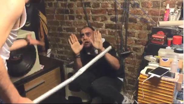 İstanbul'da dehşet anları: Sopa ve satırla dövdü