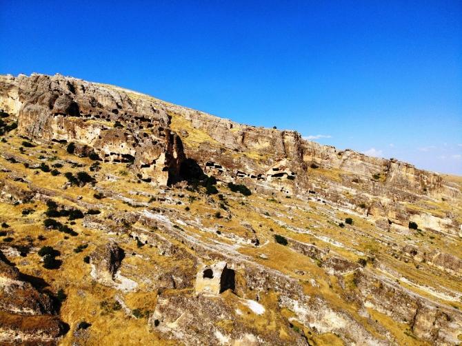 Binlerce yıllık geçmişi bulunan Hasuni Mağaraları turizme kazandırılmayı bekliyor