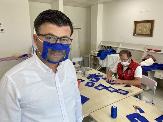 İşitme engellilere özel ağız kısmı şeffaf maske ürettiler