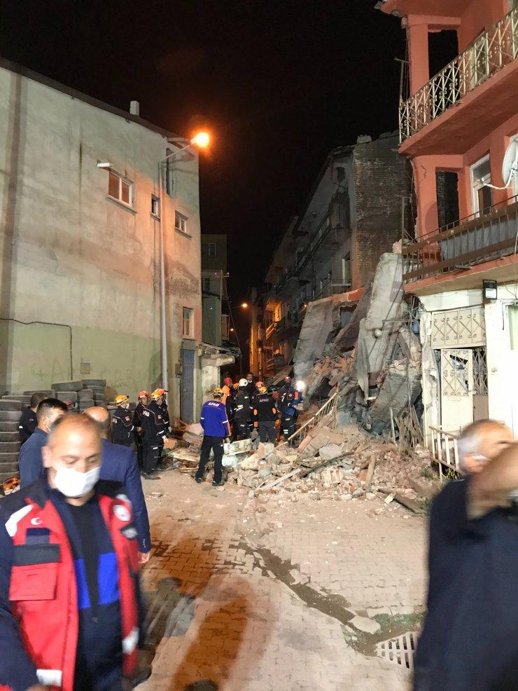 GÜNCELLEME - Erzurum'da kullanılmayan 5 katlı bina çöktü