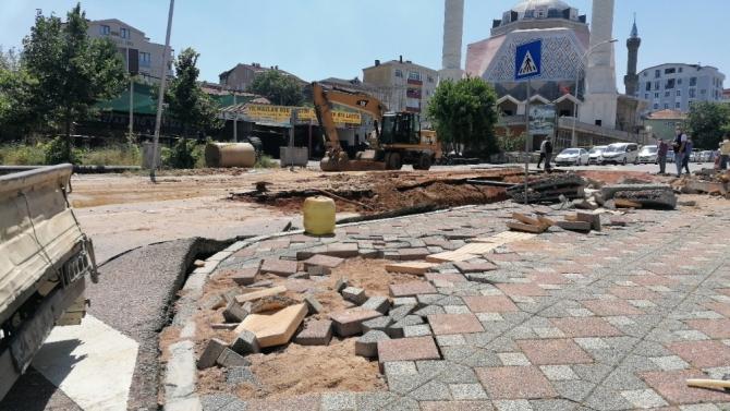 Gebze'de patlayan ana su borusunun onarımı başladı
