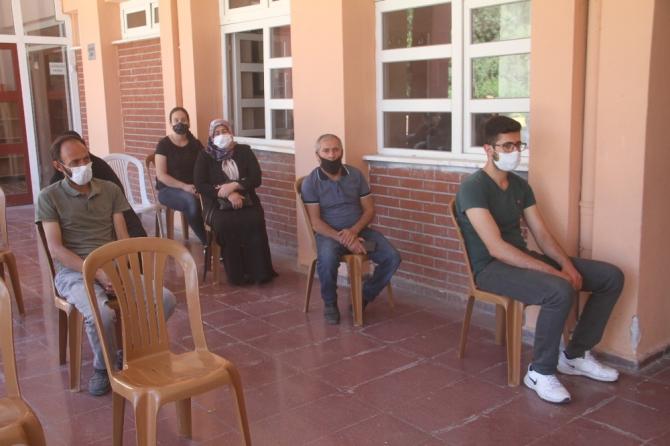 Elazığ'da ilkokul öğrencilerine okuma kitabı