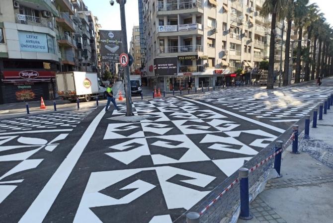 İzmir'de sanat eseri gibi yaya geçidi