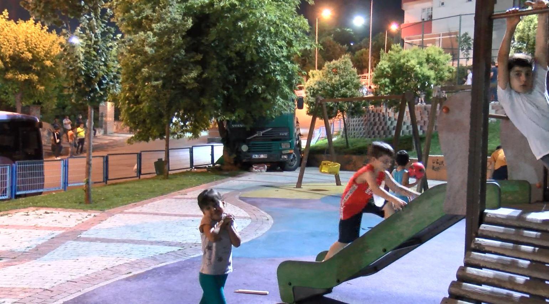 Sultangazi'de korkunç kaza! Freni patlayan kamyon çocuk parkına girdi