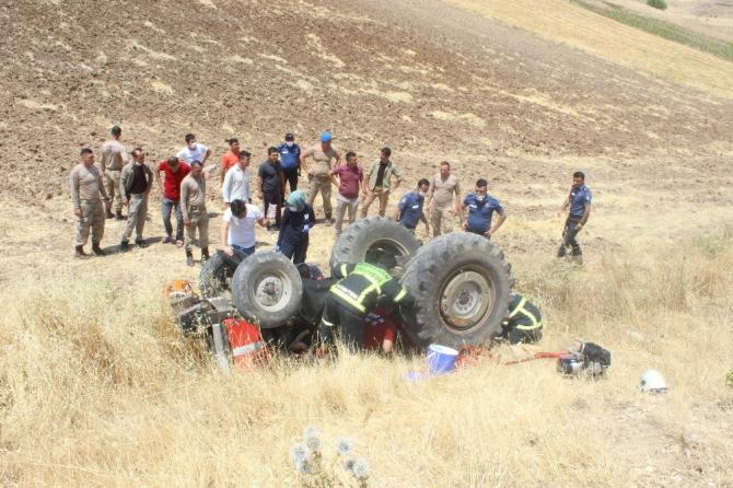 Traktör altında can pazarı: 3 yaralı