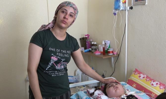 Bademcik ameliyatından sonra bitkisel hayata giren minik kızın yaşam mücadelesi