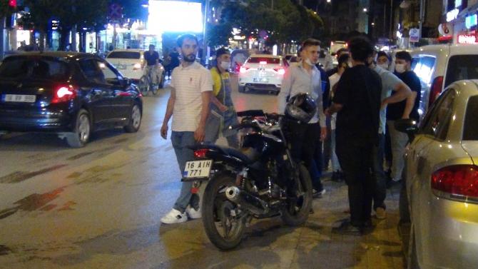 Motosiklet çarpan kadının inadı...Hastaneye gitmek için kimse ikna edemedi